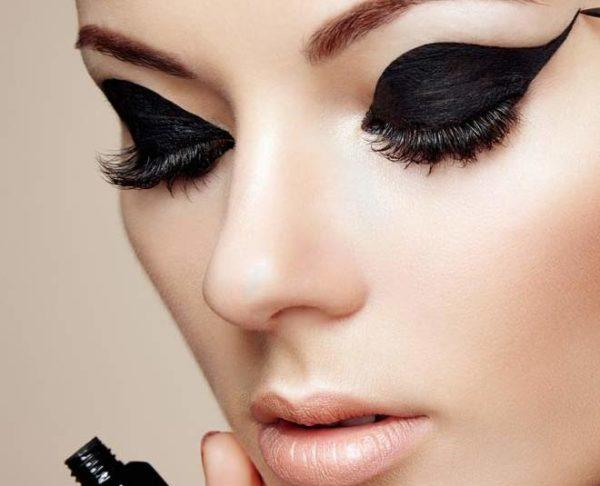 Disenos de eyeliner o delineado de ojos dramatico