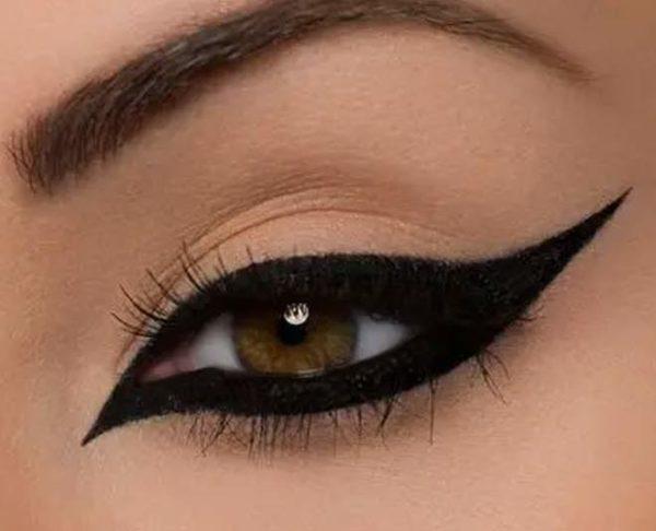 Disenos de eyeliner o delineado de ojos estilo arabe