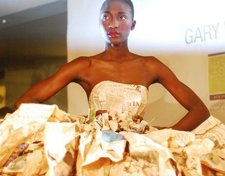 vestido hecho de periodicos Vestidos reciclados: Algunos ejemplos con galerías de fotos y videos.