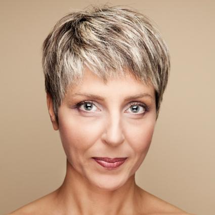 peinados-para-mujeres-mayores-de-50-años-cabello-corto-estilo-pixie