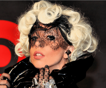 Picture_of_Lady_Gaga_with_her_curly_hairstyle