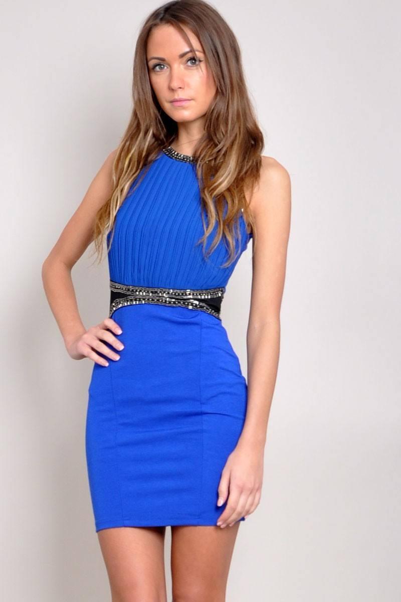 3 consejos para elegir los mejores vestidos para las fiestas. Sé que para una chica es difícil escoger que ponerse, sea cual sea la ocasión, siempre nos preguntaremos si el vestido.