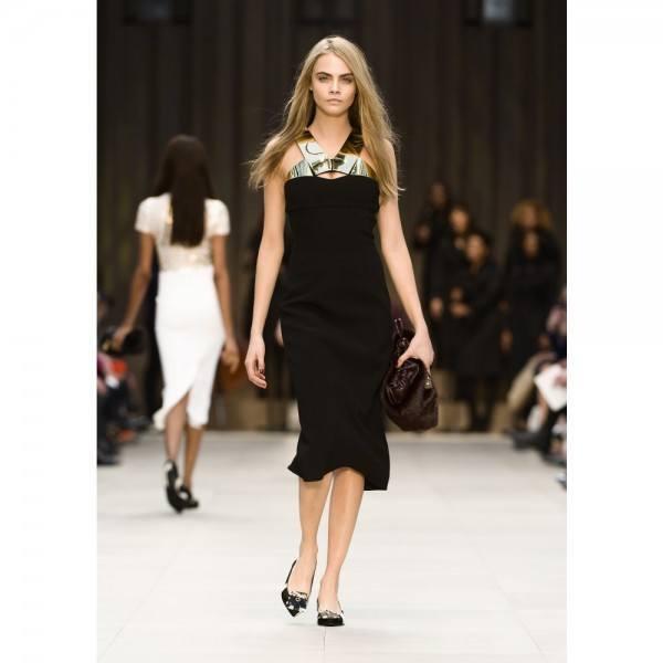 8-vestidos-de-coctel-para-navidad-y-nochevieja-2013-vestido-largo-negro-detalle-dorado-burberry
