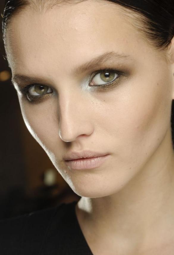 maquillaje-para-navidad-2013-tendencia-nude-sombra-de-ojo-suave