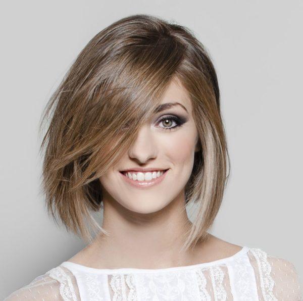 peinados-media-melena-liso-raya-lado