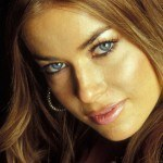Carmen-Electra-Beutiful-Blue-Eyes-1-1600x1200