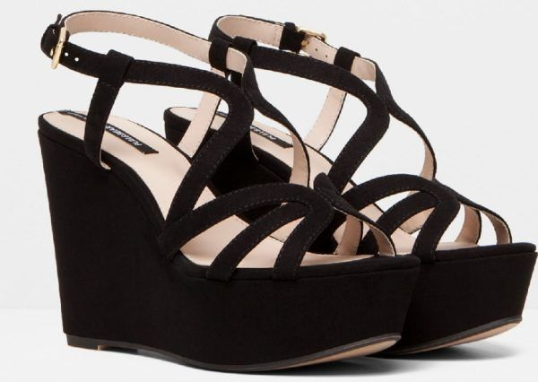 zapatos-nochevieja-2015-especiales-con-tiras-de-pull-and-bear