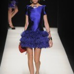 vestido azul plumas