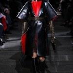 abrigo cuero rojo negro