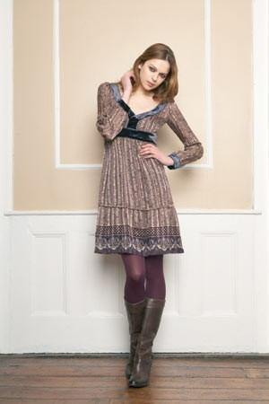 botas-altas-con-un-vestido