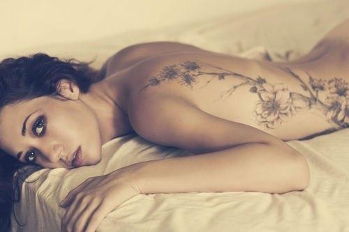 Tatuaje sexy 2015 en el costado