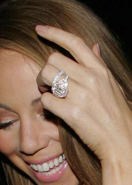 anillos-compromiso-famosas