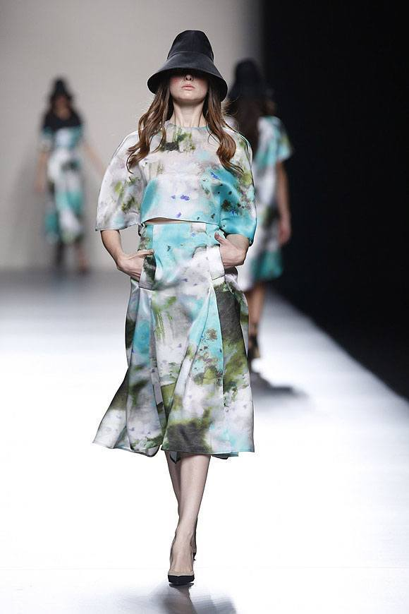 Tendencias-Moda-Madrid-Fashion-Week-primavera-verano-2014-vestido-estampado-juanjo-oliva