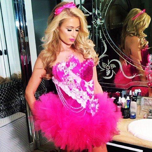 repaso-a-los-disfraces-de-famosas-en-instagram-Paris-Hilton-de-Barbie