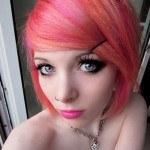 cortes-de-cabello-y-peinados-emo-para-chicas-2013-emo-de-color-rojo