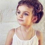 peinados-para-niñas-2013-trenza-cruzada-y-subida