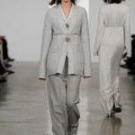 pantalones-y-jeans-mujer-2014-tendencias-estilo-ancho-calvin-klein