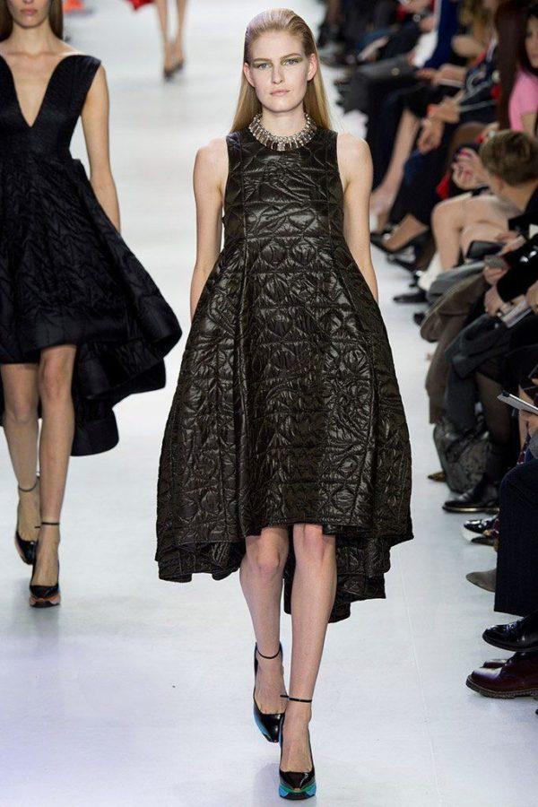 christian-dior-mujer-otono-invierno-2014-2015-vestido-volumen-negro