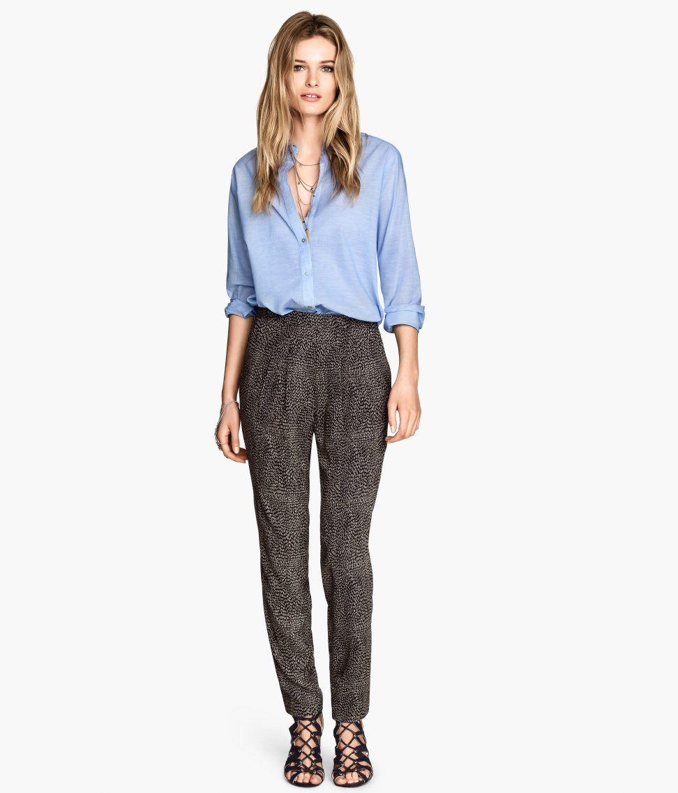 Ahora los pantalones de moda nos abren las puertas a miles de posibilidades nuevas para usar pantalones de vestir para dama. Atrévete a usar una de las tendencias que te explicamos a continuación, para que portes unos bonitos pantalones de moda para mujer.