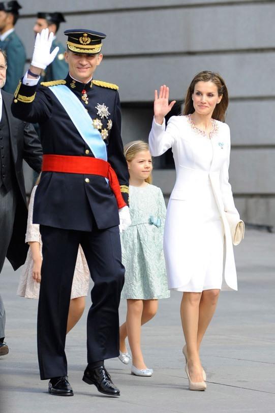 el-estilo-y-peinados-de-la-reina-de-espana-letizia-ortiz-dia-de-la-coronación-de-felipe-vi