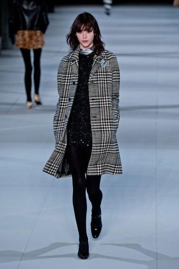 catalogo-saint-laurent-mujer-otono-invierno-2014-2015-abrigo-cuadros