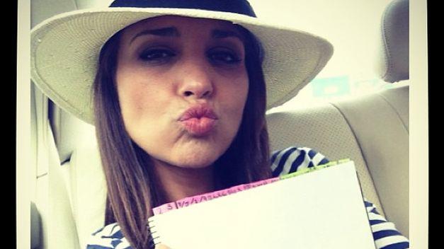instagram-paula-echevarria-foto-sombrero-camiseta-rayas