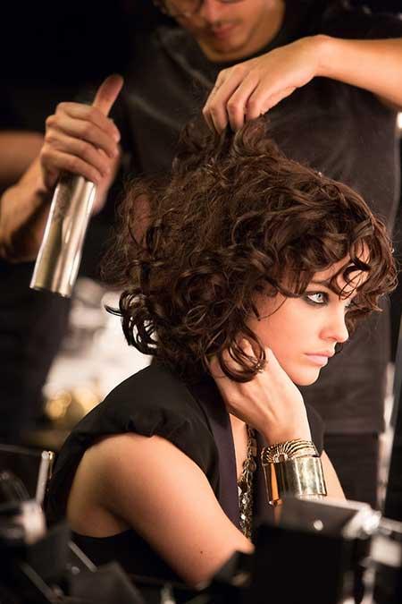 mejores-cortes-de-cabello-y-peinados-para-mujer-otono-invierno-pelo-rizado