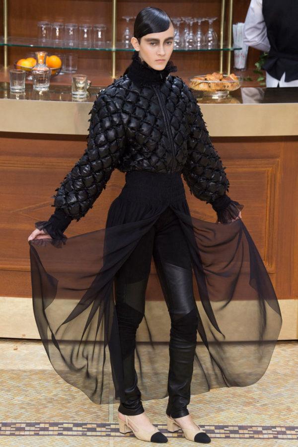 Chanel-mujer-coleccion-otono-invierno-2015-2016-falda-y-pantalon-estampado