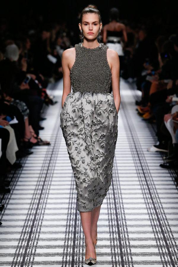 balenciaga-mujer-otono-invierno-2015-2016-falda-abombada-cintura-alta