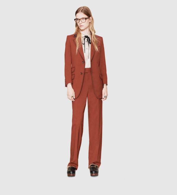 catalogo-gucci-para-mujer-otono-invierno-2015-2016-traje-marron-estilo-masculino