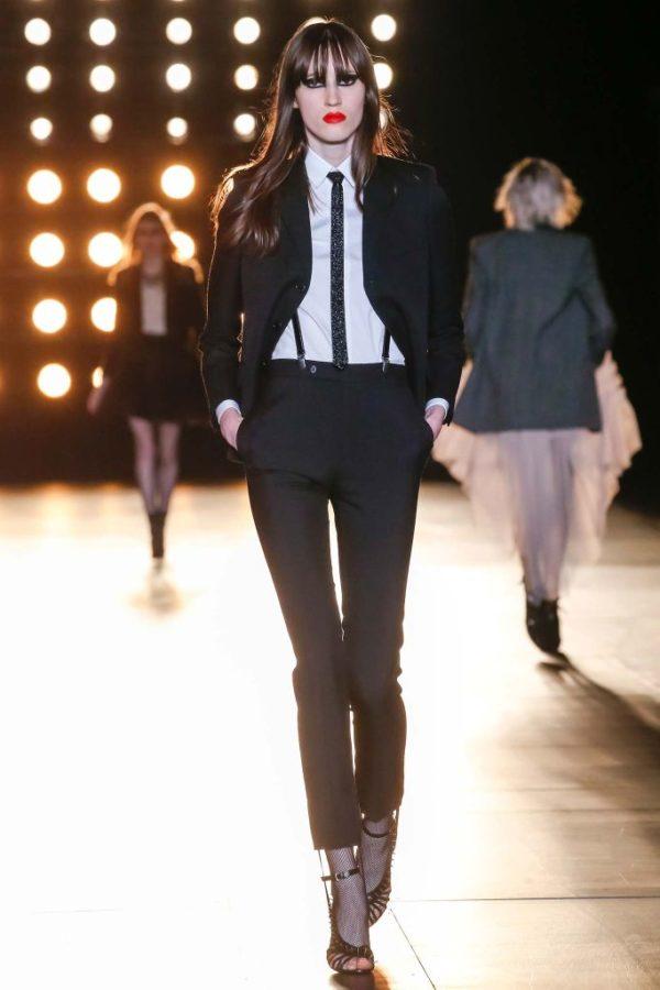 catalogo-saint-laurent-mujer-otono-invierno-2015-2016-traje-ajustado-estilo-masculino