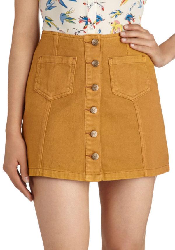 moda-años-70-minifalda-ajustada