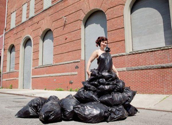 vestidos-reciclados-con-bolsas-de-basura