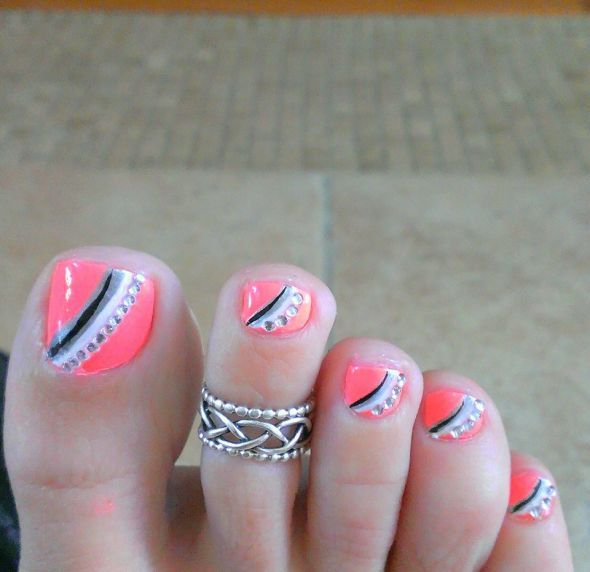 To-foot-nails-nails-with-bright
