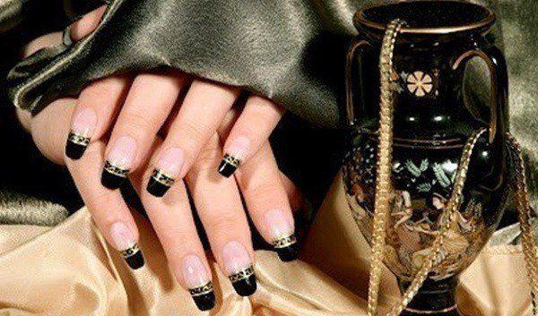 unas-decoradas-unas-de-gel-decoracion-francesa-en-color-negro-y-oro