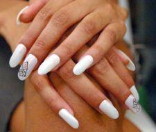 Cuáles son las diferencias entre uñas de gel, uñas acrílicas y uñas de porcelana