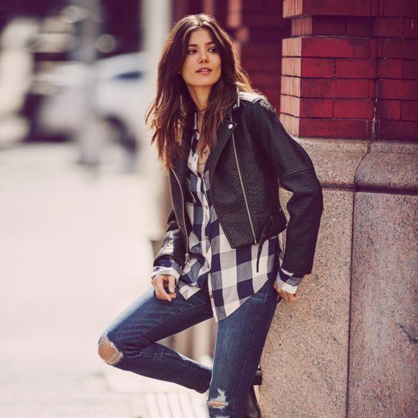 catalogo-abercrombie-fitch-para-chica-y-mujer-otoño-invierno-2015-2016-jeans-rotos-camisa-cuadros-cazadora-motera