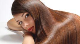 6 maneras de alisar el pelo de forma natural