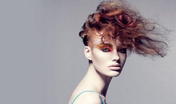 los-mejores-cortes-de-cabello-y-peinados-para-mujer-otono-invierno-peinado-rizado-recogido