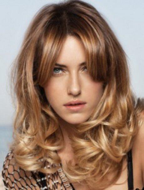 los-mejores-cortes-de-cabello-y-peinados-para-mujer-primavera-verano-pelo-largo-con-ondas-y-a-capas