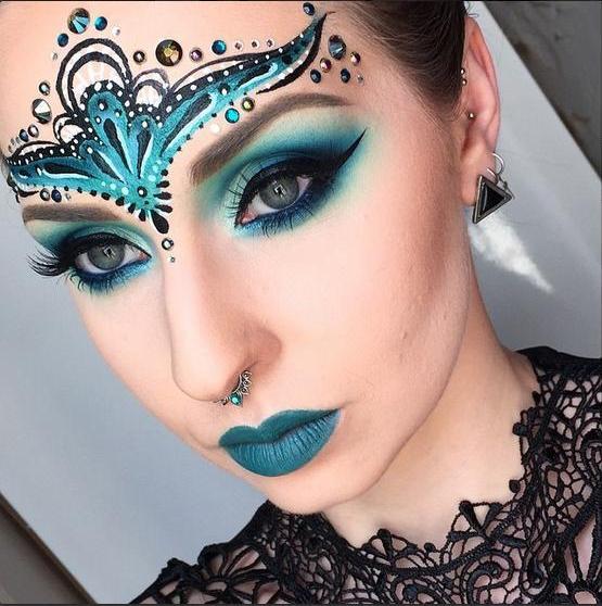 Maquillaje de fantas a para halloween 2018 for Pintarse los ojos facil