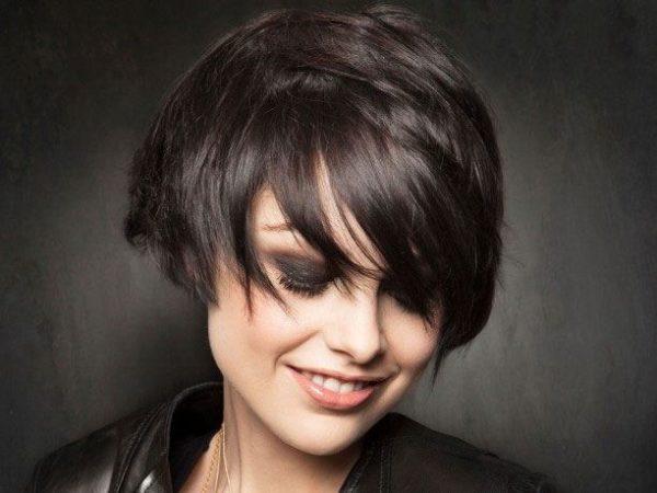 cortes-de-pelo-y-peinados-PELO-CORTO-con-flequillo-largo