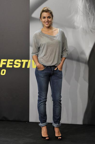 los-estilos-y-la-forma-de-vestir-de-adriana-ugarte-camiseta-jeans