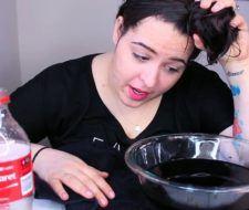 La nueva tendencia de lavarse el pelo con coca cola para tener unos rizos increíbles y con mucho volumen
