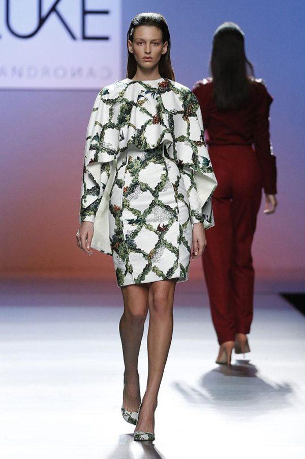 ponchos-para-mujer-otono-invierno-2016-capa-vestido-estampado-leandro-cano