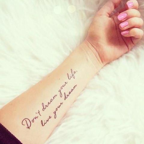 frases-tatuajes-mujer-querer-tener-no-sueñes-tu-vida-vive-tu-sueño
