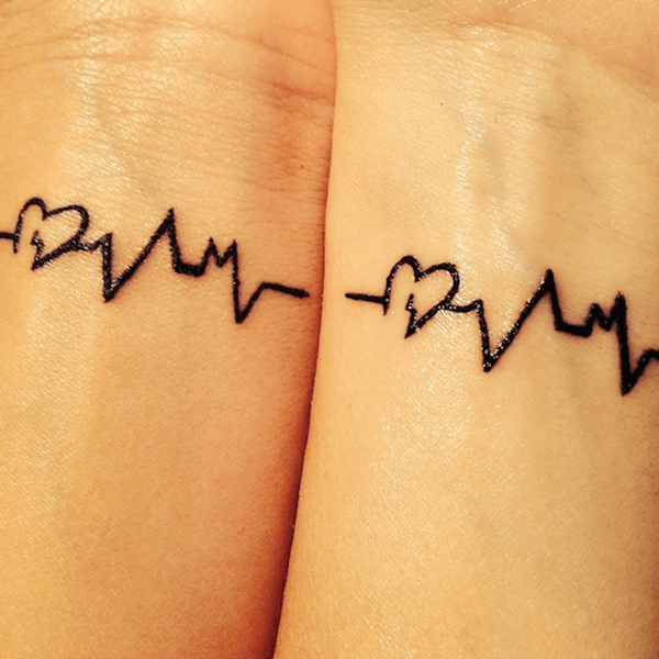 ideas-tatuajes-para-amigas-linea-de-la-vida