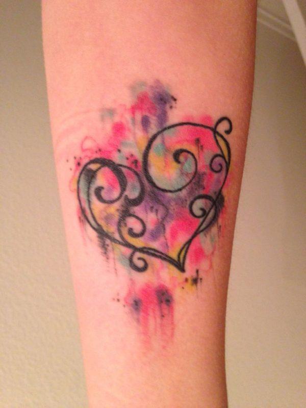 tatuajes-acuarela-para-mujeres-corazon