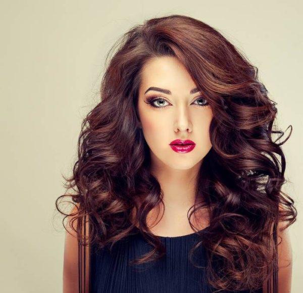 Cortes para cabello largo ondulado con flequillo