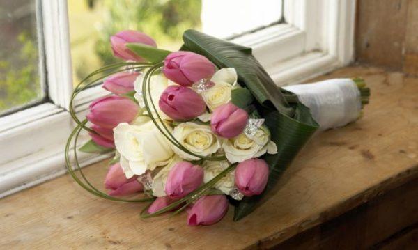 cuales-son-las-flores-preferidas-para-un-ramo-el-dia-de-san-valentin-2015-tulipanes-rosas
